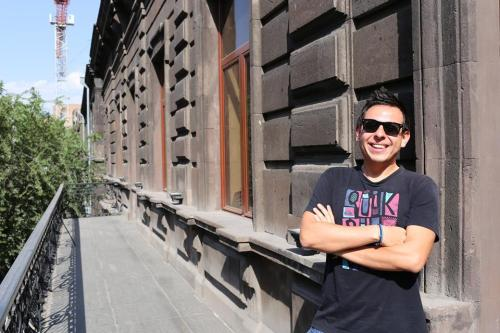 Sunny Oscar in the Yerevan sun. Photo credits: AVC.